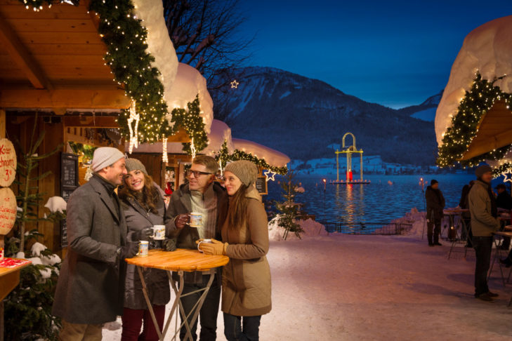 """Rustic Advent market in St. Wolfgang – the Peace Light Lantern (German: """"Friedenslichtlaterne"""") can be seen in the background."""