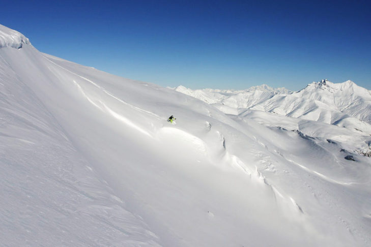 Dreamy deep snow slopes are waiting for freeriders in Les 2 Alpes and La Grave.