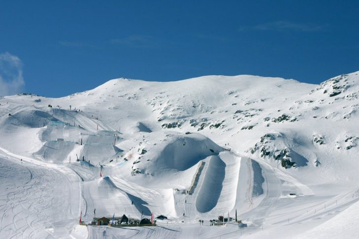 Les 2 Alpes: Snowpark and superpipe in best shape.