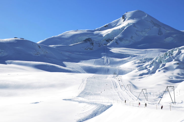 Skiers can expect a wide selection of pistes in the Saastal.