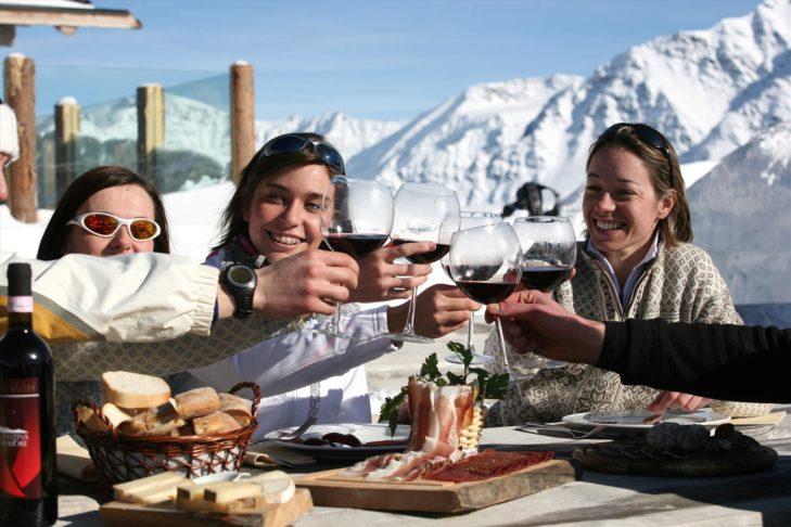 In Bormio, winter sports fans enjoy the Italian dolce vita.
