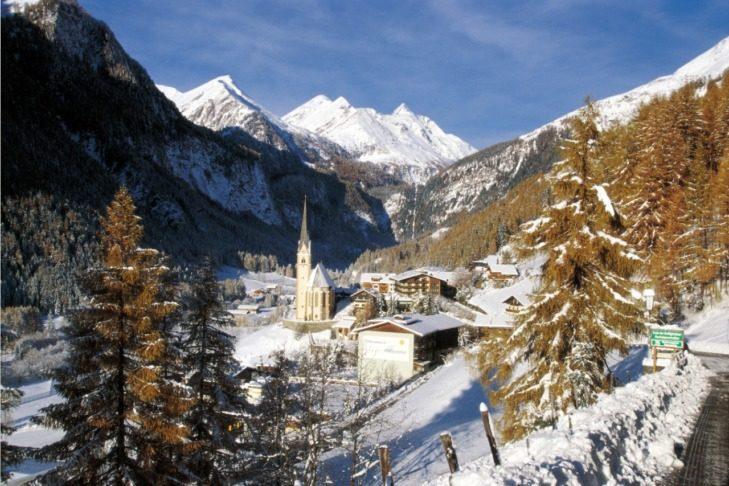 """Idyllic Heiligenblut with the """"St. Vinzenz"""" church."""