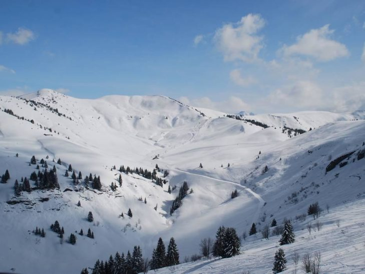 Snow-lovers can enjoy 200 km of pistes in the Espace Diamant ski area.