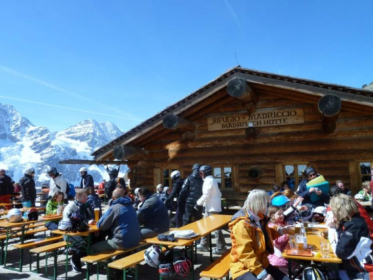 Relaxing break at the huts in the Sulden ski area.