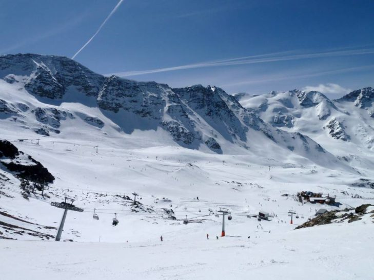 The Sulden ski area is located in an impressive position in the Stelvio National Park.