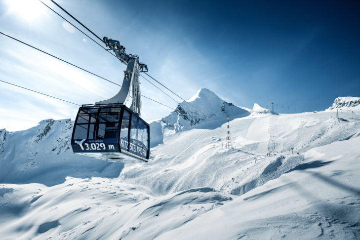 Gondola with panoramic view of the Kitzsteinhorn in Zell am See-Kaprun.