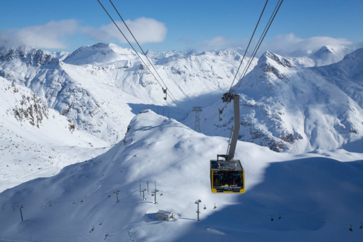 The ski area St. Moritz - here the Diavolezza gondola - is also easily accessible from Zuoz.