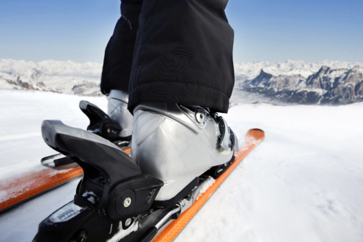 Only with the right skis and fitting ski boots can you start heading out to the slopes.