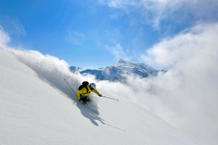 The truth: Avalanches can also occur on off-piste tracks with many lanes.
