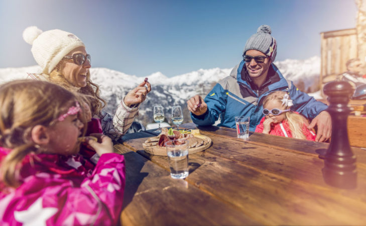 In the car-free ski resort of Grächen, the day's skiing can be ended in a particularly relaxed manner.